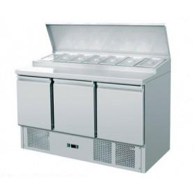 Saladette refrigerata 3 sportelli. Piano di lavoro inox. 136